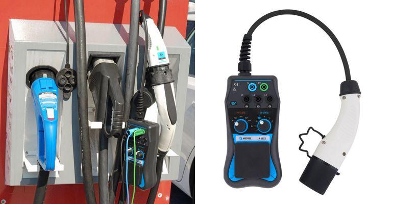 Dédié aux tests sur bornes de recharge de véhicule élecrtique (IRVE), le A1532 est un petit boitier avec deux commutateurs et une prise normalisée pour se connecter à une borne.